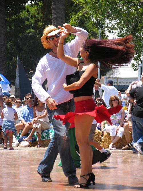 Открытые танцевальные площадки в парках Москвы
