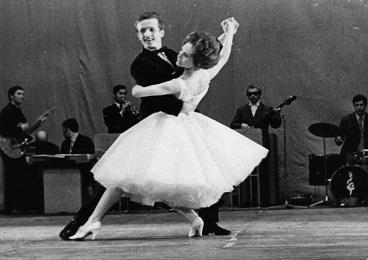 История бальных танцев в России